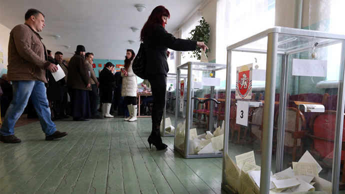 A woman casts her ballot during the referendum on the status of Ukraine's Crimea region at a polling station in Bakhchisaray March 16, 2014 (Reuters)