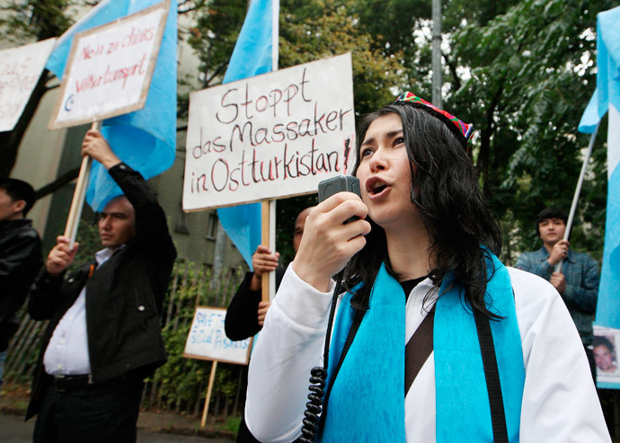 Some 20 activists demonstrate in front of the Chinese embassy in Vienna to protest against the repression of China's Uyghur minority in the northwestern region of Xinjiang (AFP Photo / Dieter Nagl)
