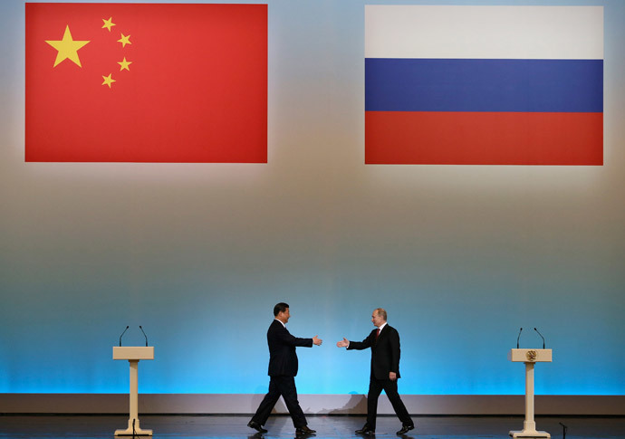 Chinese President Xi Jinping (L) and his Russian counterpart Vladimir Putin.(Reuters / Sergei Ilnitsky)