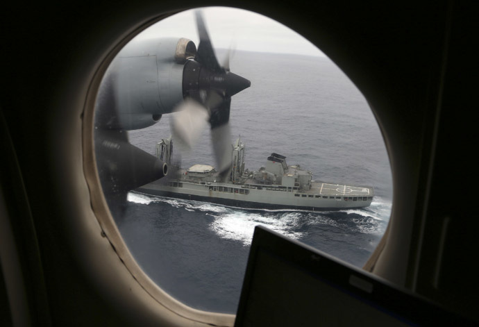 A Royal Australian Air Force AP-3C Orion flies past the HMAS Success as they search for missing Malaysia Airlines flight MH370 debris or wreckage in the southern Indian Ocean on March 22, 2014. (AFP Photo)