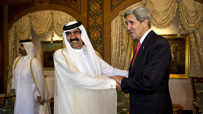 US Secretary of State John Kerry (R) shakes hands with Qatari Emir Sheikh Hamad bin Khalifa al-Thani during a meeting at Wajbah Palace in Doha on June 23, 2013. (AFP Photo / Jacquelyn Martin)