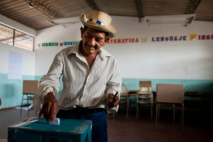 A man casts his vote during the presidential run-off election in Panchimalco, 18 km south of San Salvador, El Salvador on March 9, 2014 (AFP Photo / Jose Kabezas)