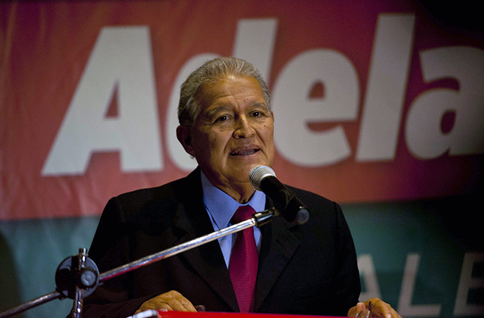 Salvadorean presidential candidate Salvador Sanchez Ceren, of the Farabundo Marti National Liberation Front (FMLN), speaks during a press conference in San Salvador, on March 10, 2014 (AFP Photo / Jose Cabezas)
