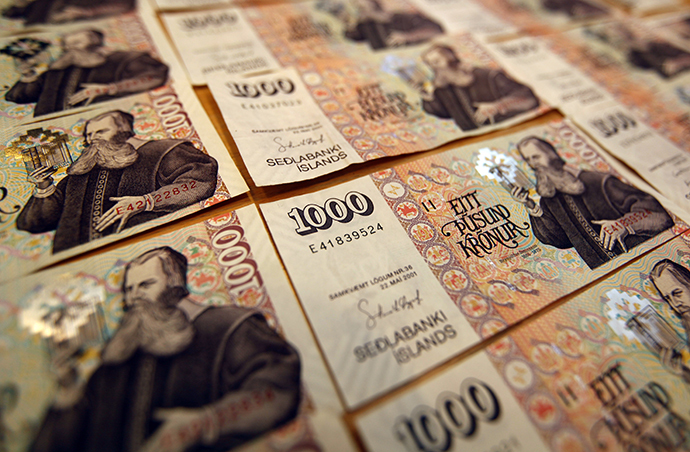 An illustration picture shows Iceland banknotes of one thousand Krona in Reykjavik (Reuters / Ingolfur Juliusson)