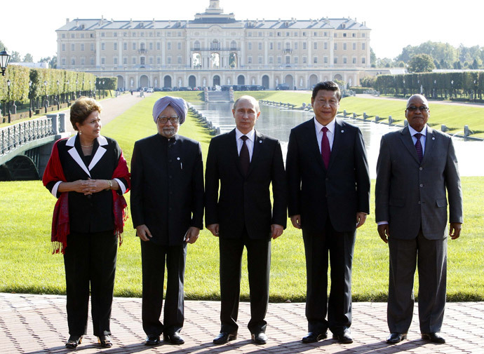 (From L) Brazil's President Dilma Rousseff, India's Prime Minister Manmohan Singh, Russia's President Vladimir Putin, China's President Xi Jinping and South African President Jacob Zuma pose for a photo after the BRICS leader's meeting at the G20 summit on September 5, 2013 in Saint Petersburg. (AFP Photo / Sergei Karpukhin)