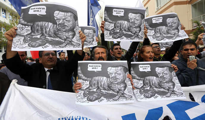 Protesters hold placards depicting Turkey's Prime Minister Recep Tayyip Erdogan as a cat, during a demonstration in front of the Supreme Electoral Board (YSK) in Ankara April 2, 2014. (AFP Photo)