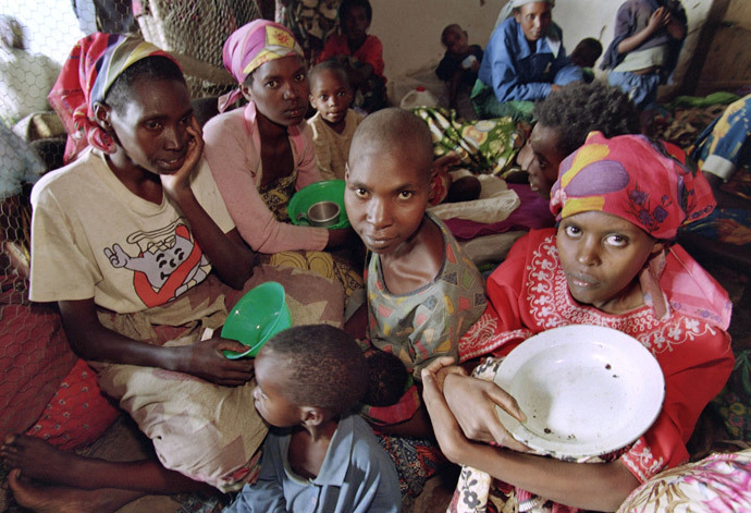 Rwandan women and children are gathered 27 May 1994 at an International Red Cross center in Kabgayi. (AFP Photo)
