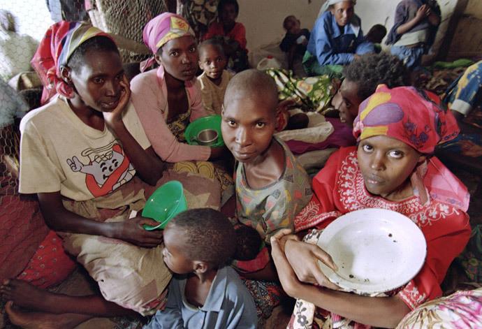 Rwandan women and children are gathered 27 May 1994 at an International Red Cross center in Kabgayi. (AFP Photo)