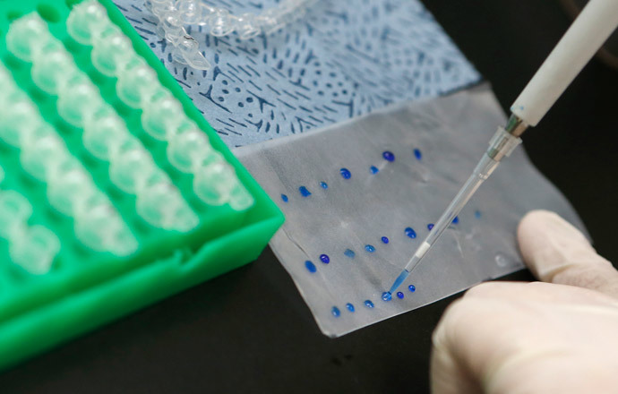 An examiner demonstrates the process of analyzing a genetically modified wheat sample, during a photo call at the Ministry of Food and Drug Safety in Seoul (Reuters / Lee Jae-Won)