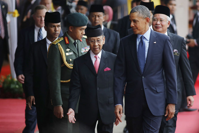 U.S. President Barack Obama (front R) walks with Malaysia's King Abdul Halim of Kedah (front L) as they participate in a welcoming ceremony in Parliament Square in Kuala Lumpur April 26, 2014. (Reuters)