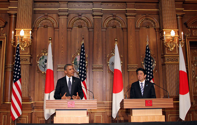 U.S. President Barack Obama (L) attends a news conference with Japanese Prime Minister Shinzo Abe at the Akasaka guesthouse in Tokyo April 24, 2014. (Reuters / Junko Kimura-Matsumoto / Pool)