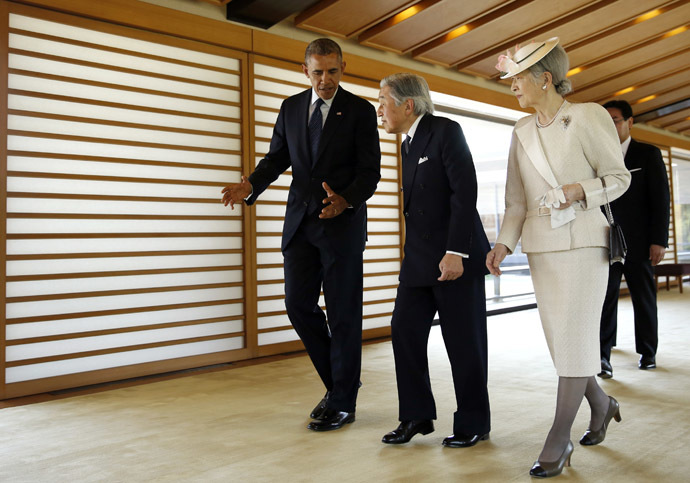 U.S. President Barack Obama (L) talks with Japan's Emperor Akihito (C) and Empress Michiko as they walk in the Imperial Palace in Tokyo April 24, 2014. (Reuters/Toru Hanai)