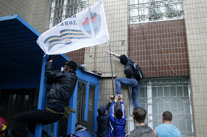 Protesters climb with a Donbass flag at the military prosecutor's office building in Donetsk, eastern Ukraine May 4, 2014. (Reuters / Marko Djurica)