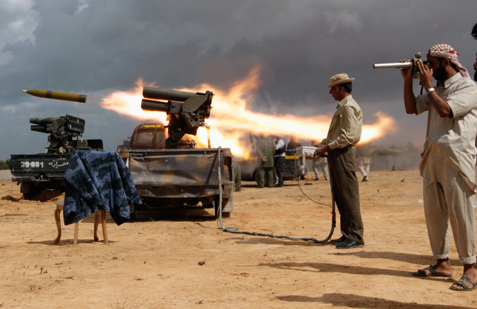 Anti-Gaddafi fighters fire a rocket during clashes with pro-Gaddafi forces at the frontline in Sirte October 11, 2011 (Reuters / Thaier al-Sudani)