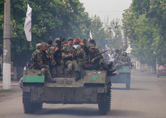 Armed men ride armoured personnel carriers during celebrations to mark Victory Day in Slavyansk, eastern Ukraine May 9, 2014 (Reuters / Baz Ratner)