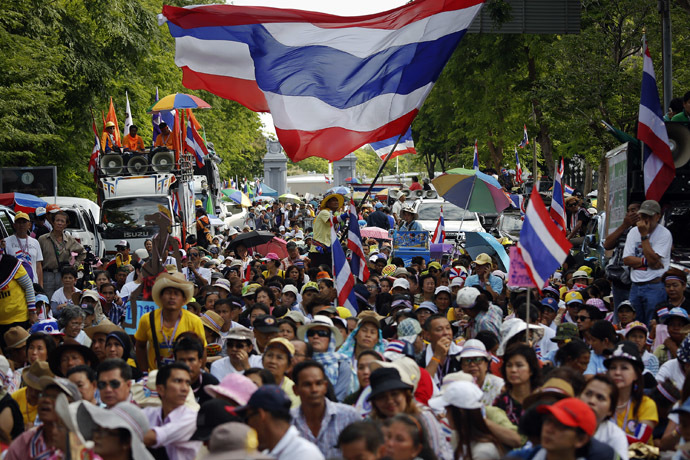 Anti-government protesters wait for their leader Suthep Thaugsuban to come out from the parliament building to address them in Bangkok May 9, 2014. (Reuters/Damir Sagolj)