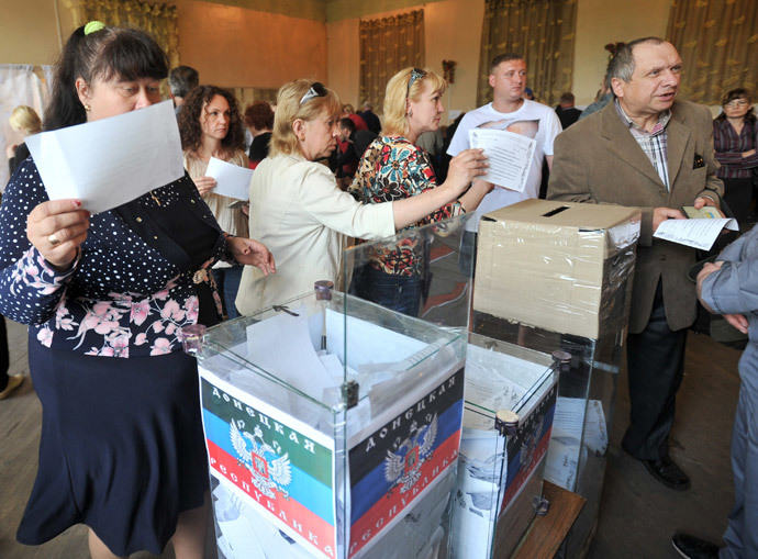 People cast their ballots in a polling station during a so-called referendum in the eastern Ukrainian city of Donetsk on May 11, 2014.(AFP Photo / Genya Savilov)