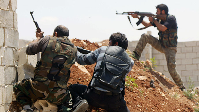 Free Syrian Army fighters take position during clashes with forces loyal to Syria's President Bashar al-Assad in Sheikh Najjar in Aleppo May 13, 2014. (Reuters/Hosam Katan)
