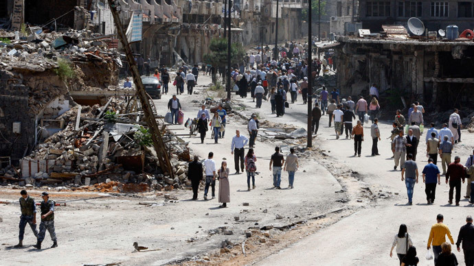 Residents arrive on foot to inspect their homes, after the cessation of fighting between rebels and forces loyal to Syria's President Bashar al-Assad, in Homs city, May 10, 2014.(Reuters / Khaled al-Hariri)