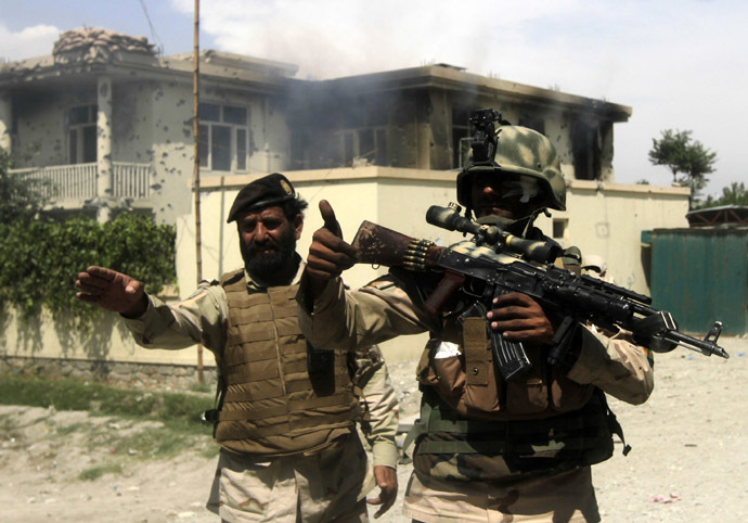 Members of the Afghan security force arrive at the scene after Taliban fighters stormed a government building in Jalalabad province, May 12, 2014. (Reuters/Parwiz)