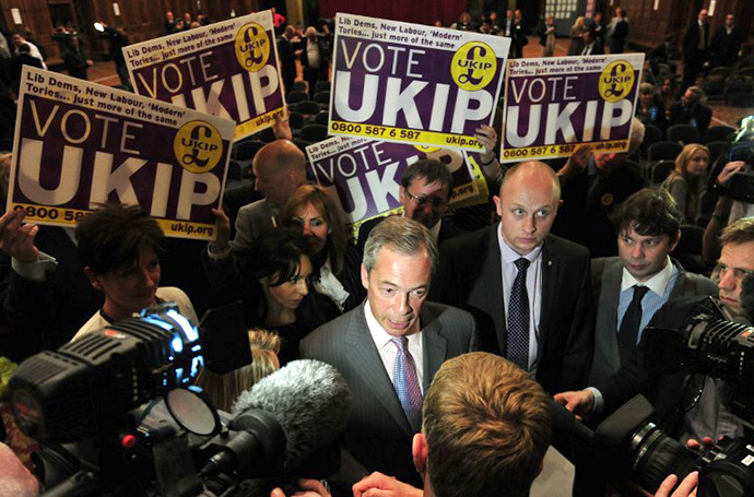 UK Independence Party (UKIP) leader Nigel Farage (C) talks to the media after being re-elected as an MEP after the South East England region results of the European Parliament elections were declared by the returning officer at Southampton Guildhall in Southampton, southern England, on May 25, 2014. (AFP Photo / Carl Court)