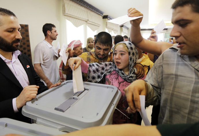 Syrian expatriates living in Lebanon cast their ballots in the country's presidential elections at the Syrian Embassy in Yarze east of Beirut on May 28, 2014. (AFP Photo/Joseph Eid)