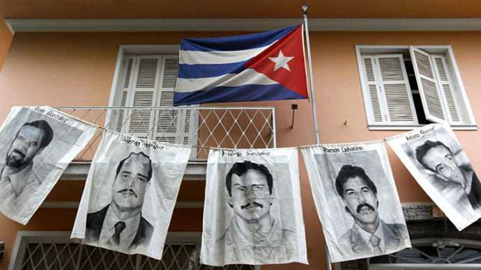 Posters with portraits of five Cubans jailed in the United States - Rene Gonzalez Sehwerert, Gerardo Hernandez Nordelo, Fernando Gonzalez Llort, Ramon Labanino Salazar and Antonio Guerrero Rodriguez - are dispayed in front of the Cuba's Consulate during a demonstration in support of Cuban revolution in Sao Pablo, Brazil (AFP Photo / Nelson Almeida)