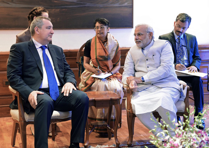 Deputy Prime Minister Dmitry Rogozin (letf) at the meeting with Indian Prime Minister Narendra Modi during his working visit to India. (RIA Novosti / Sergey Mamontov)