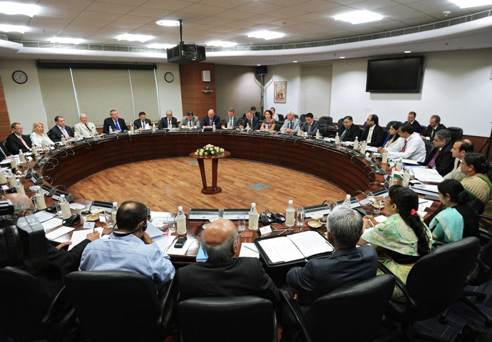 Deputy Prime Minister Dmitry Rogozin, background, left, during a meeting with Indian External Affairs Minister Sujatha Singh, foreground, right, during the former's working visit to India. (RIA Novosti / Sergey Mamontov)