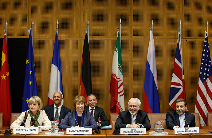 (L to R) EU Deputy Secretary General Helga Schmid, Vice President of the European Commission Catherine Margaret Ashton, Iranian Foreign Minister Mohammad Javad Zarif and Iranian ambassador to Austria Hassan Tajik attend the so called EU 5+1 Talks with Iran at the UN headquarters in Vienna, on June 17, 2014 (AFP Photo)