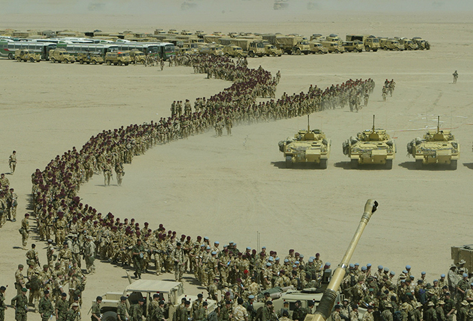Tanks and soldiers of the 7th Armoured brigade gather for a briefing by US Lieutenant General Jeff Conway Commanding General 1st Marine Expeditionary Force in the Kuwait desert, March 14, 2003 (Reuters)