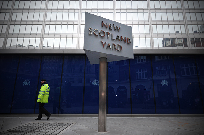 A police support officer walks past a sign outside New Scotland Yard, the headquarters of the Metropolitan Police, in central London on January 11, 2013, following the report by the Metropolitan Police and NSPCC (National Society for the Prevention of Cruelty to Children) detailing 50 years of allegations of sexual abuse by former BBC presenter Jimmy Savile (AFP Photo / Carl Court)