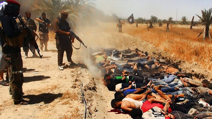 A file image uploaded on June 14, 2014 on the jihadist website Welayat Salahuddin allegedly shows militants of the Islamic State of Iraq and the Levant (ISIL) executing dozens of captured Iraqi security forces members at an unknown location in the Salaheddin province. (AFP Photo)