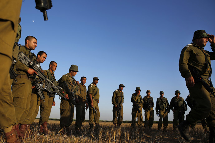 Israeli Defense Force soldiers set off on a tracking drill near Tze'elim in southern Israel June 9, 2014. (Reuters)