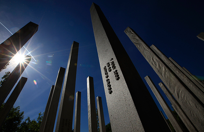 Sunshine reflects from the pillars of the memorial to the victims of the July 7, 2005 London bombings, in Hyde Park, central London (Reuters / Andrew Winning)