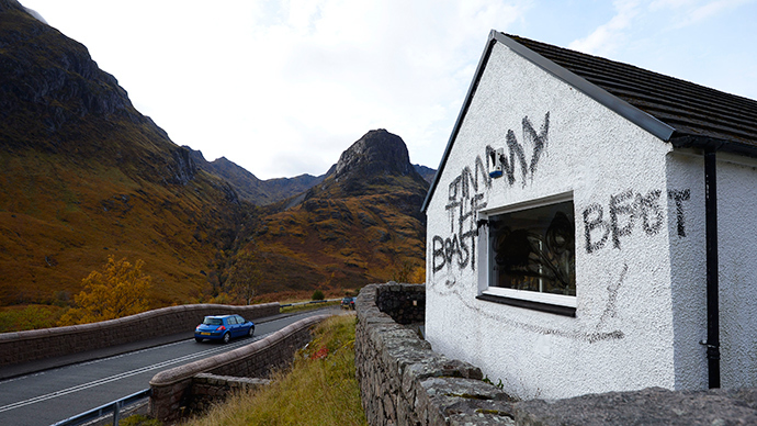 Graffiti and slogans are seen painted on Alt-na-reigh, the cottage owned by the late BBC presenter Jimmy Savile, in Glen Coe, Scotland October 29, 2012 (Reuters / Russell Cheyne)