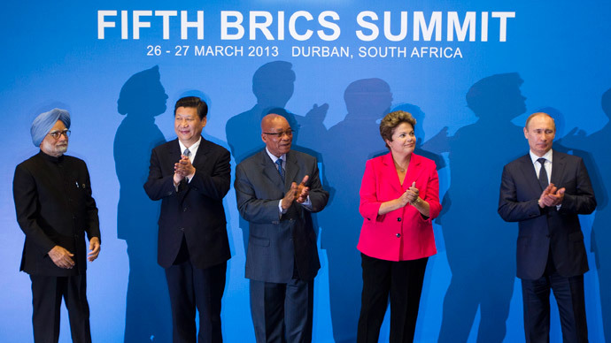 (L-R) Indian Prime Minister Manmohan Singh, Chinese President Xi Jinping, South African President Jacob Zuma, Brazilian President Dilma Rousseff and Russian President Vladimir Putin applaud at a family photo session during the fifth BRICS Summit in Durban, March 27, 2013.(Reuters / Rogan Ward)