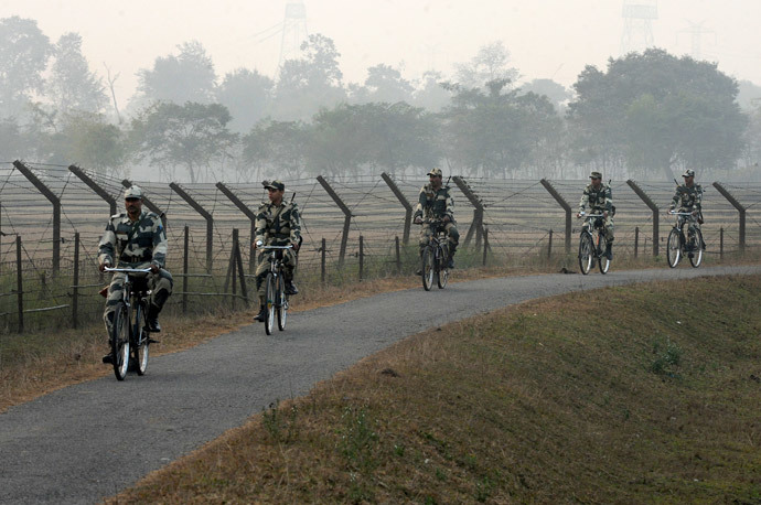 Indian Border Security Force (BSF) personnel patrol the border with Bangladesh near the Fulbari Border post, some 20 kms from Siliguri (AFP Photo / Diptendu Dutta)