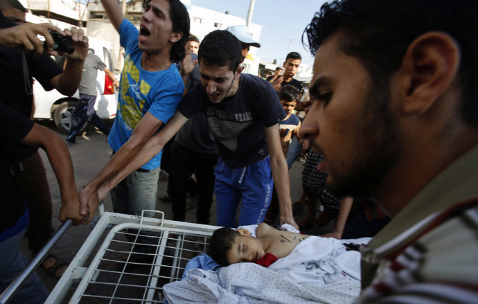 Palestinians react next to the body of a boy following his death, at a hospital in Gaza City July 28, 2014. (Reuters)