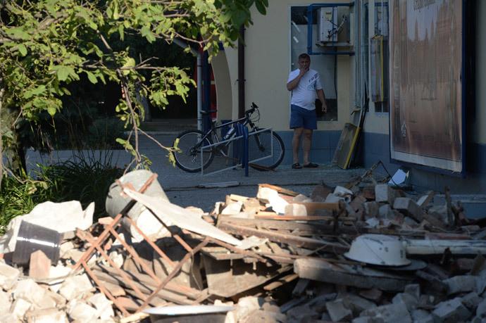 The aftermath of a rocket and mortar attack on Horlivka, Donetsk region. (RIA Novosti / Mikhail Voskresenskiy)