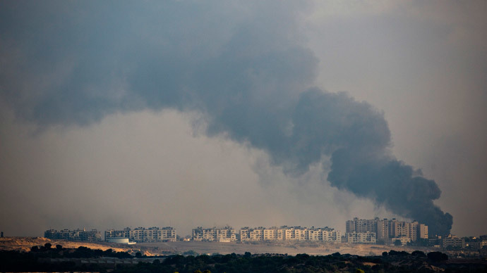 Smoke rises after an explosion in the northern Gaza Strip July 29, 2014.(Reuters / Amir Cohen)