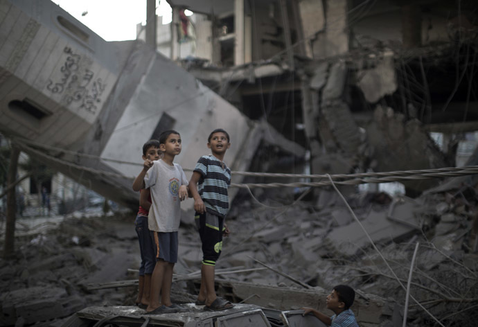 Palestinian youths inspect destruction at a mosque in Gaza City, on July 30, 2014 after it was hit in an overnight Israeli strike. (AFP Photo)