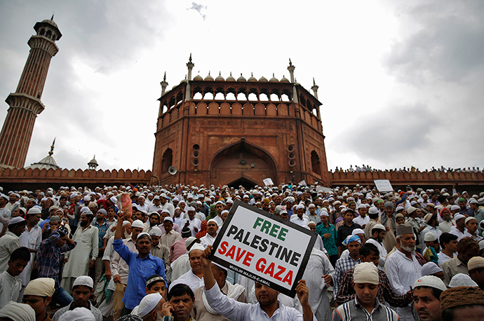 Demonstrators take part in a protest against Israel's military action in Gaza, after offering last Friday prayers of the holy fasting month of Ramadan at the Jama Masjid (Grand Mosque) in the old quarters of Delhi July 25, 2014 (Reuters / Ahmad Masood)