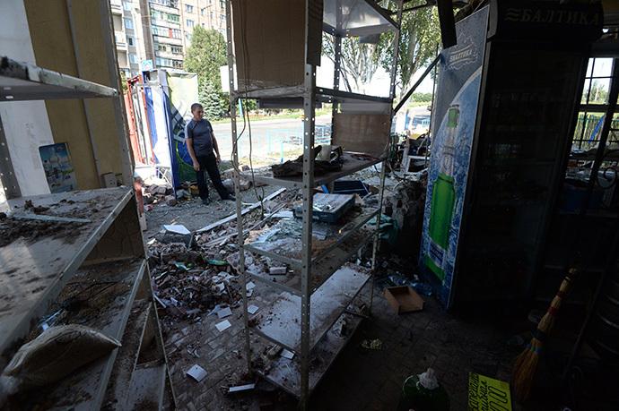 A kiosk destroyed in the Ukrainian army's artillery attack on the town of Gorlovka, Donetsk Region (RIA Novosti / Mikhail Voskresenskiy)