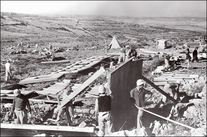 Jewish immigrants build prefabricated houses somewhere in Palestine, in 1948. (AFP Photo)