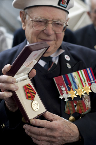 Gordon Long receives his Arctic Convoy Commemorative medal for serving in the Merchant Navy during World War II on board HMS Belfast, in London, on March 24, 2010 to mark the upcoming 65th anniversary of the end of World War II. (AFP Photo)