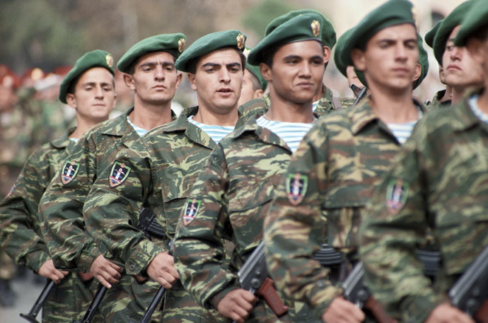 A military parade in Yerevan on Independence Day: Paratroopers on the march. (RIA Novosti)