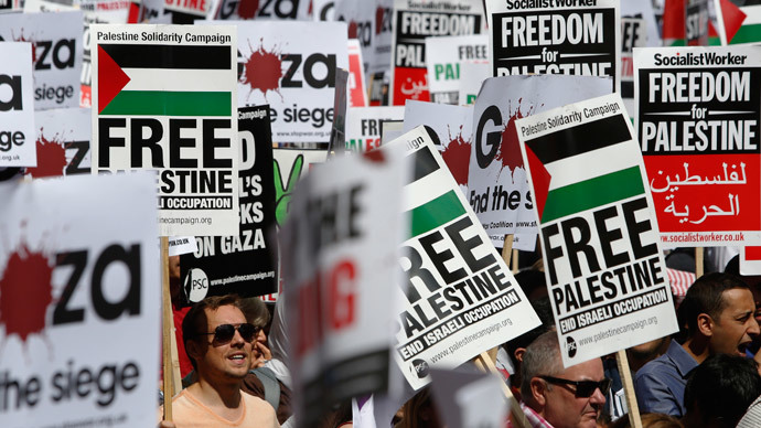 Demonstrators protest to support the people of Gaza, in central London August 9, 2014. (Reuters / Luke MacGregor)
