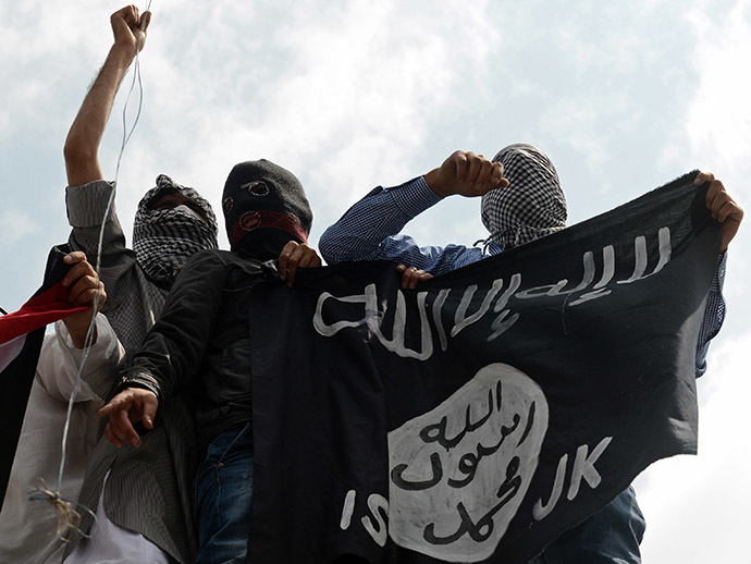 Demonstrators hold up a flag of the Islamic State of Iraq and the Levant (ISIL) (AFP Photo / Tauseef Mustafa)
