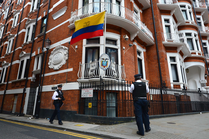 Police officers stand outside the Ecuadorian embassy in London.(AFP Photo / Carl Court)